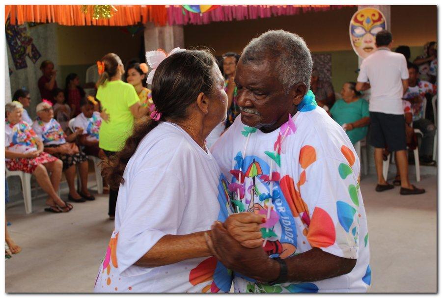 Prefeitura de Inhuma realiza carnaval dos Idosos - Imagem 4