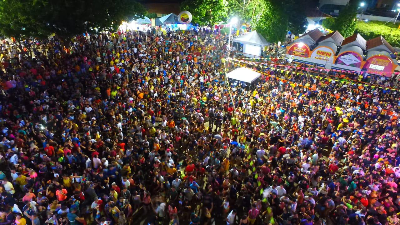 Terceiro dia de carnaval em Água Branca tem desfile e grandes bandas na arena da folia - Imagem 14