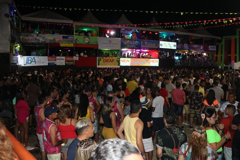 Terceiro dia de carnaval em Água Branca tem desfile e grandes bandas na arena da folia - Imagem 4