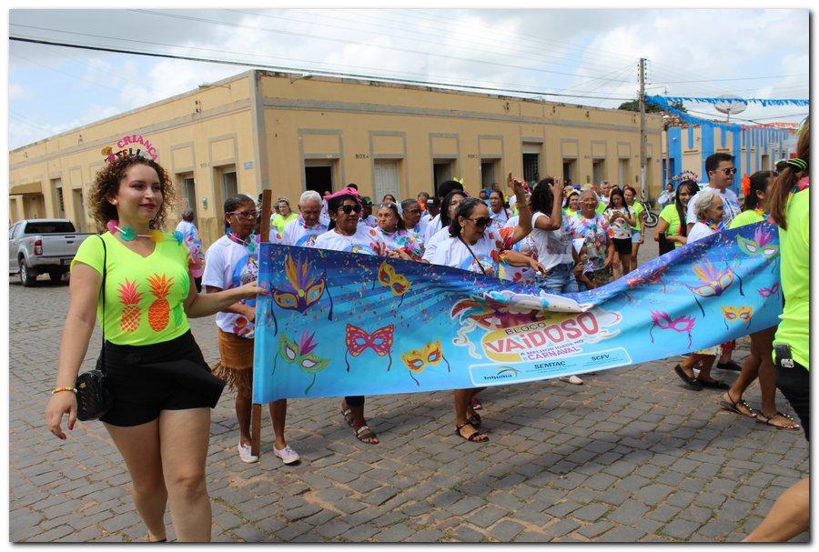 Prefeitura de Inhuma realiza carnaval dos Idosos - Imagem 17