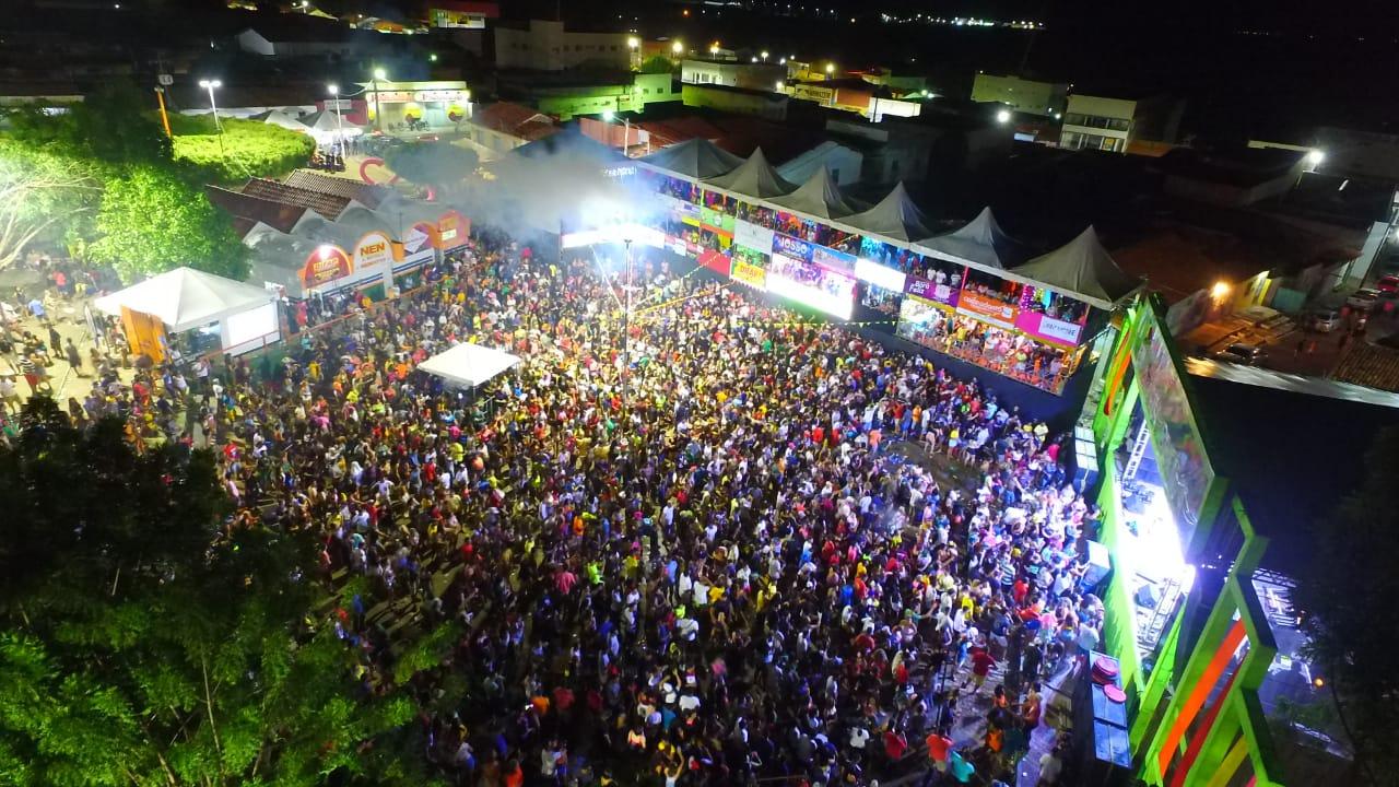 Terceiro dia de carnaval em Água Branca tem desfile e grandes bandas na arena da folia - Imagem 16