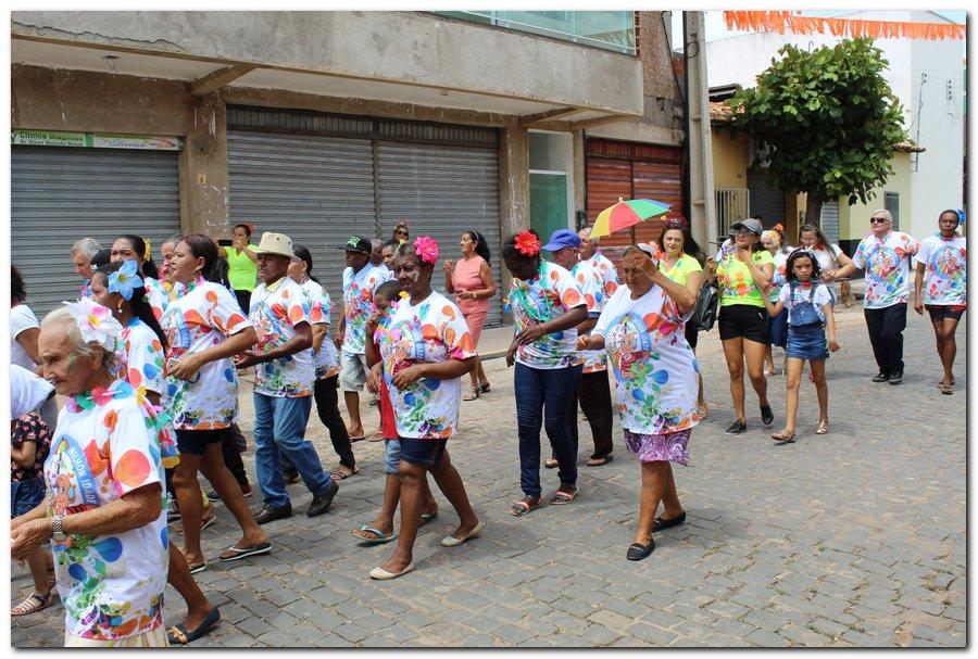 Prefeitura de Inhuma realiza carnaval dos Idosos - Imagem 25