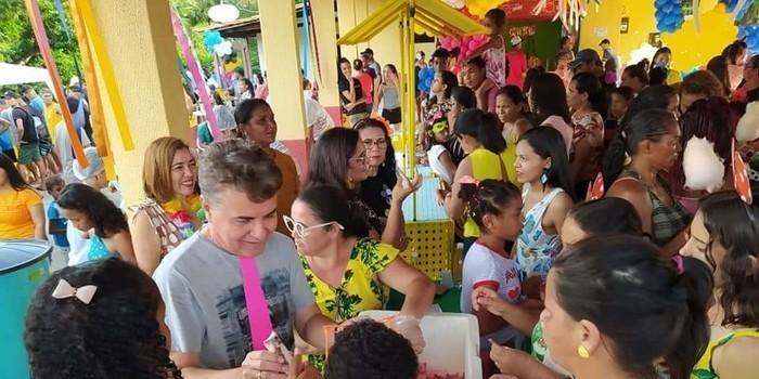 Prefeito João Luiz comanda Baile Infantil de Carnaval e criançada faz a festa