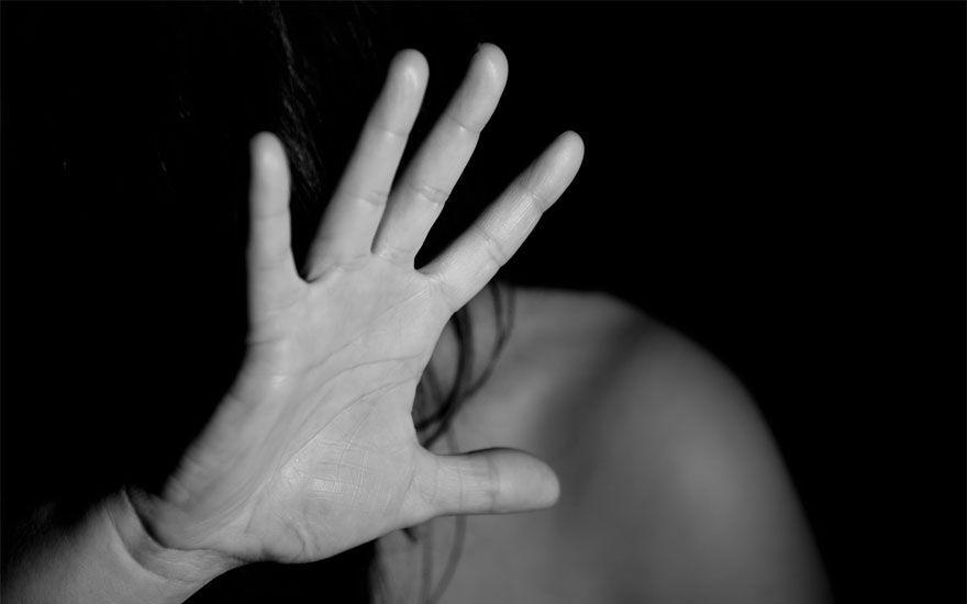 Adolescente espanca namorada e irmã após elas recusarem sexo a 3  - Imagem 1