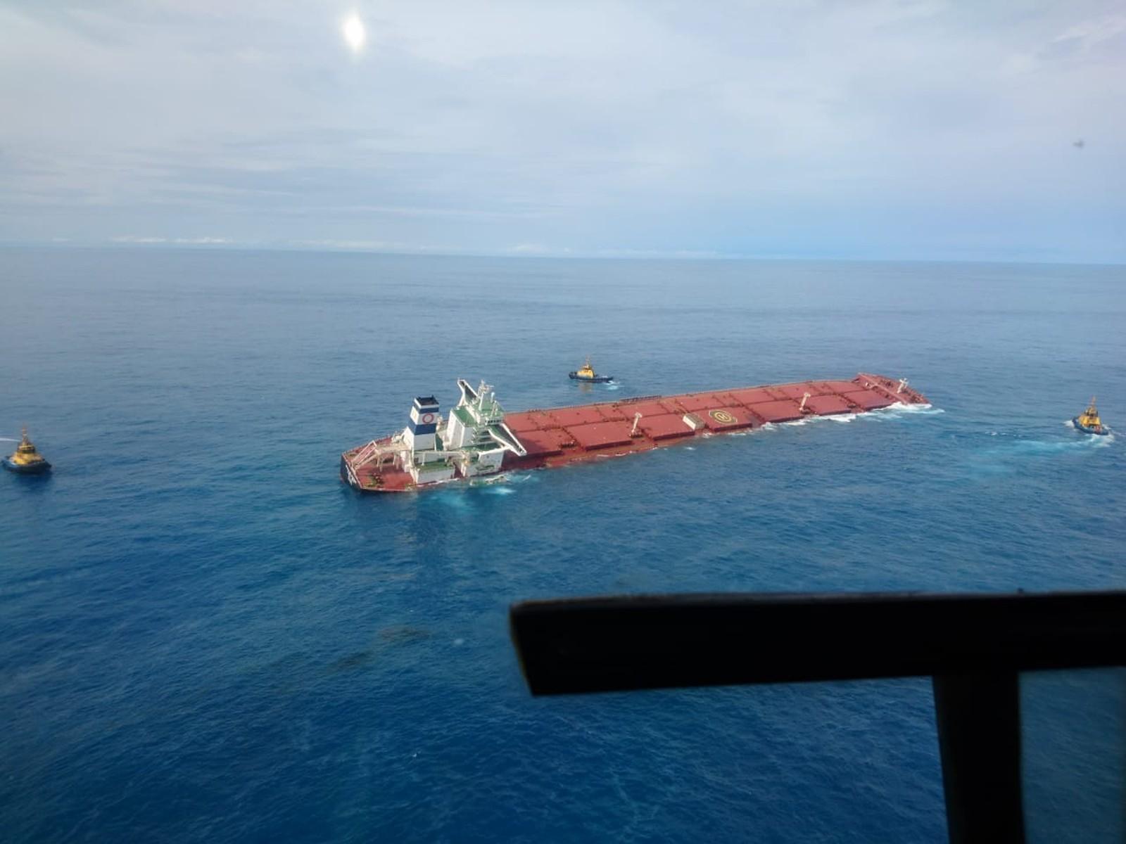 Ibama e Marinha não descartam vazamentos em navio encalhado no MA - Imagem 1