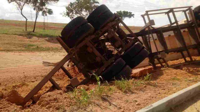Motociclista morre atropelado por carreta na BR-135 no Sul do Piauí - Imagem 1