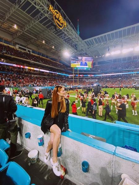 Marina Ruy Barbosa durante o Super BowlImagem: Reprodução/Instagram