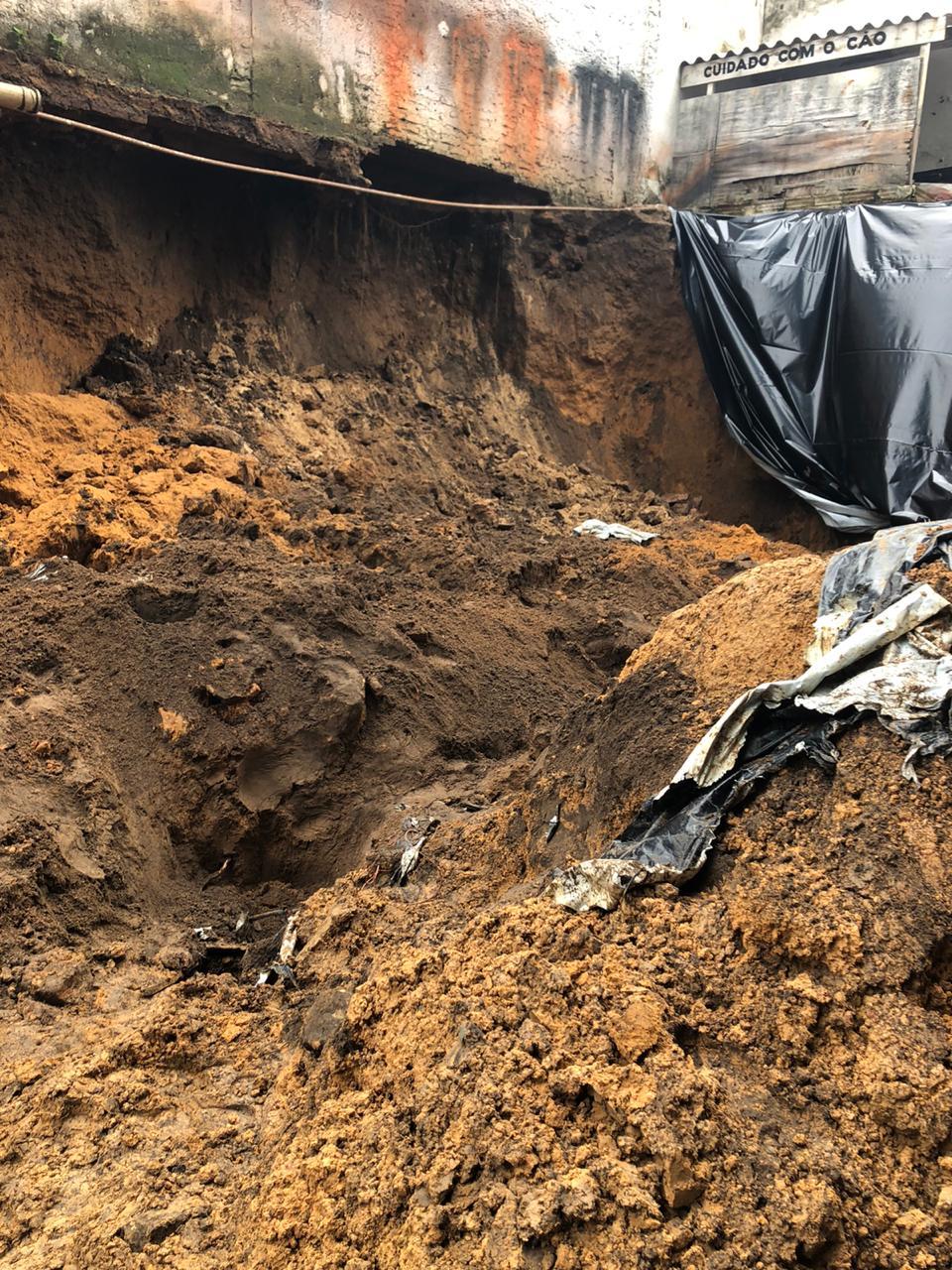 Quatro homens são soterrados em obra em Teresina 3
