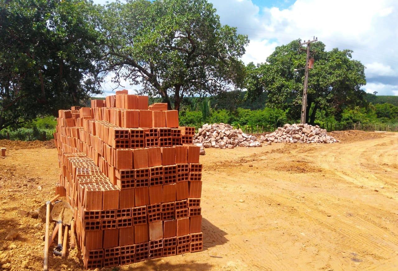 Prefeitura de Barro Duro inicia construção de quadra poliesportiva no Povoado Brejão - Imagem 1
