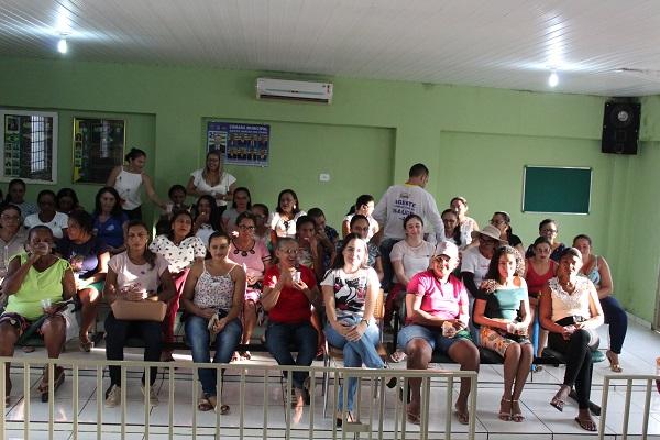 Mulheres participam de palestra sobre prevenção do câncer do colo do útero  - Imagem 17