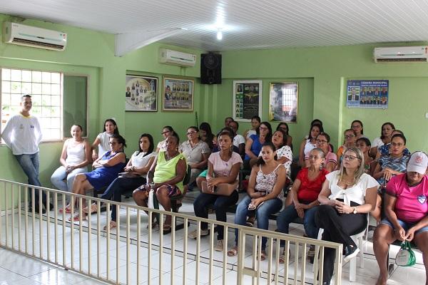 Mulheres participam de palestra sobre prevenção do câncer do colo do útero  - Imagem 4