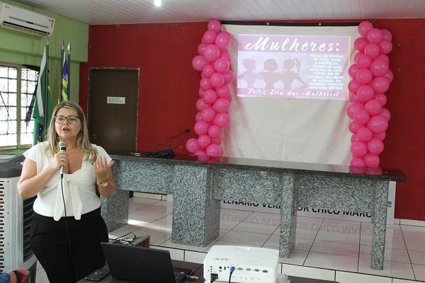 Mulheres participam de palestra sobre prevenção do câncer do colo do útero  - Imagem 5