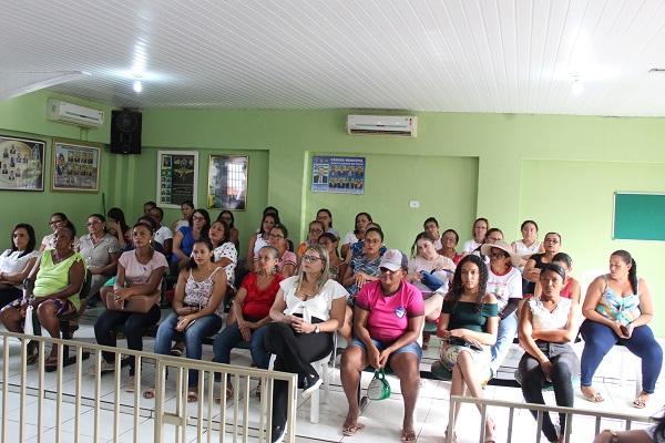 Mulheres participam de palestra sobre prevenção do câncer do colo do útero  - Imagem 3