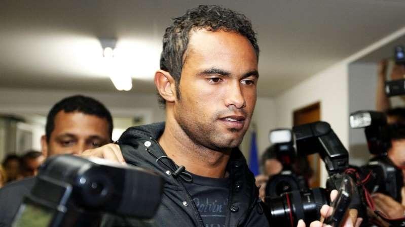 Goleiro Bruno deixando prisão na cidade de Varginha
