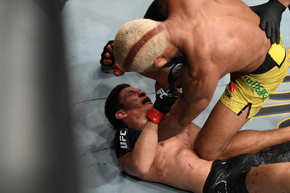 """Deiveson se desculpa e, mesmo sem cinturão, afirma: """"O campeão sou eu"""" - Imagem 2"""