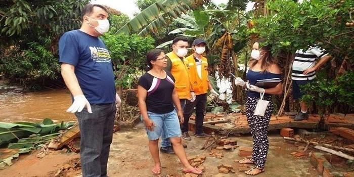 Forte chuva provoca rompimento da parede de barragem e desabriga famílias