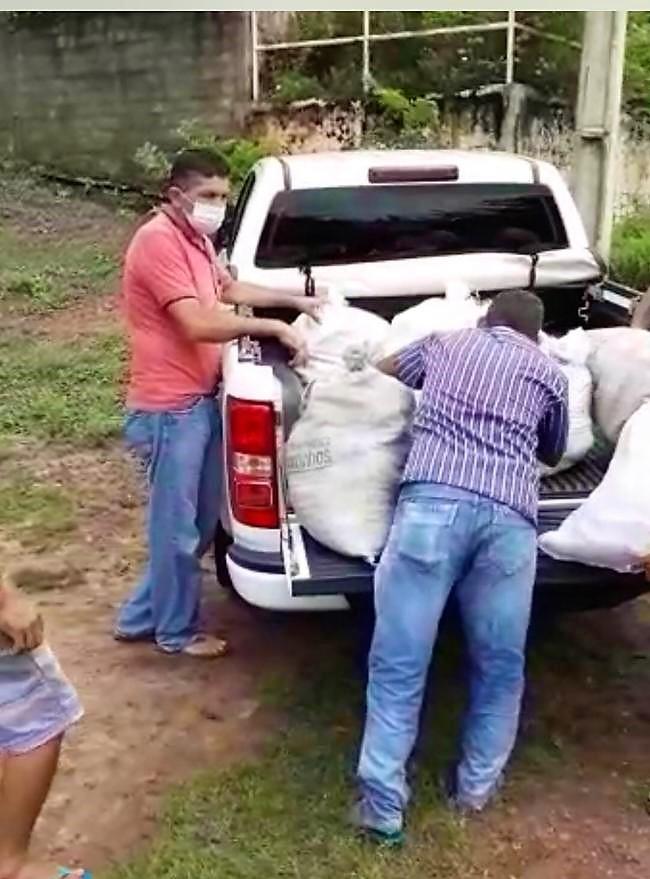Defesa Civil realiza entrega de cestas de alimentos as famílias desabrigadas - Imagem 7
