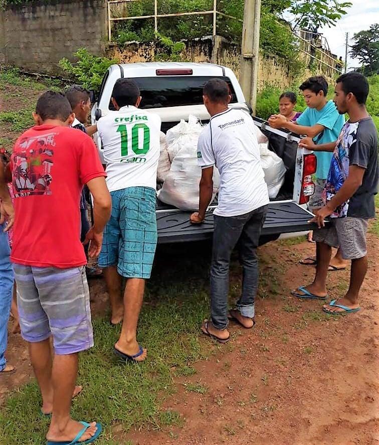 Defesa Civil realiza entrega de cestas de alimentos as famílias desabrigadas - Imagem 4