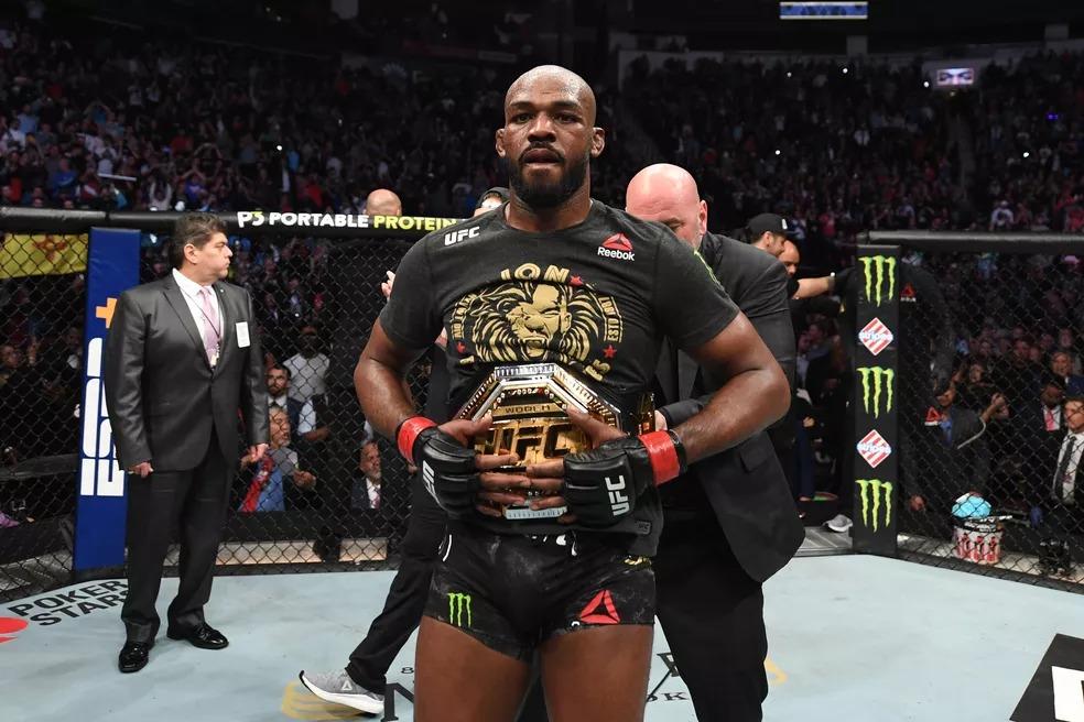Jon Jones é o atual campeão meio-pesado do UFC — Foto: Getty Images