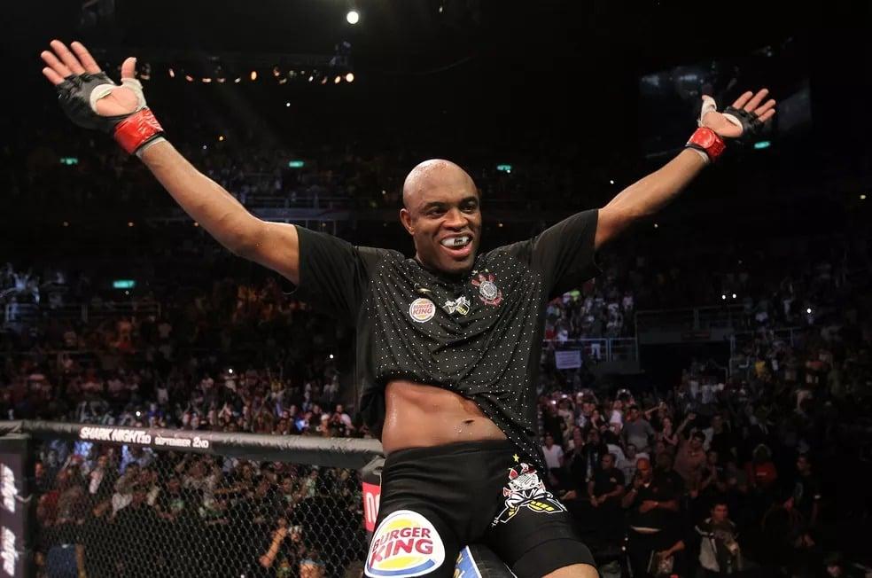 Anderson Silva na vitória contra Yushin Okami, no UFC 134, no Rio de Janeiro — Foto: Al Bello/Zuffa LLC/Zuffa LLC