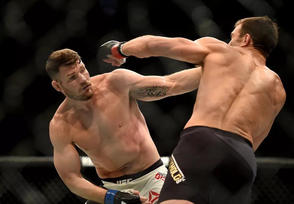 Michael Bisping foi campeão no UFC 199 ao derrotar Luke Rockhold no peso-médio — Foto: AP