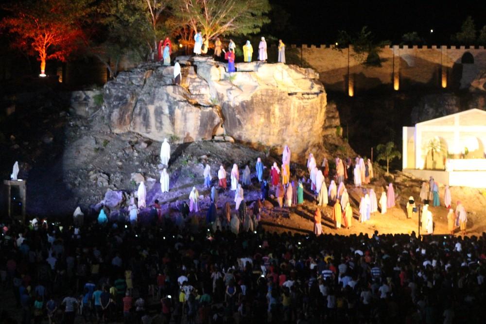 Encenação da Paixão de Cristo em Floriano (FOTO: G1 PI)