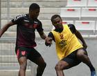 Nikão despista sobre futuro no Athletico-PR