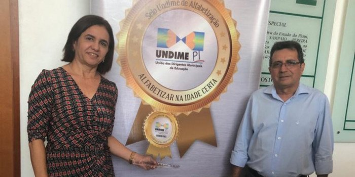 Prefeito Genival Bezerra e primeira-dama participam da entrega do Selo Undime de Alfabetização