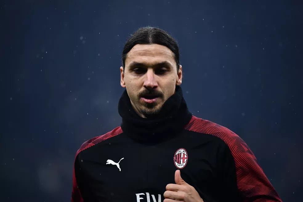 Ibrahimovic aquecimento Inter de Milão Milan — Foto: AFP