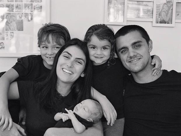 Mariana tranquiliza fãs após Felipe Simas testar positivo para Covid - Imagem 2