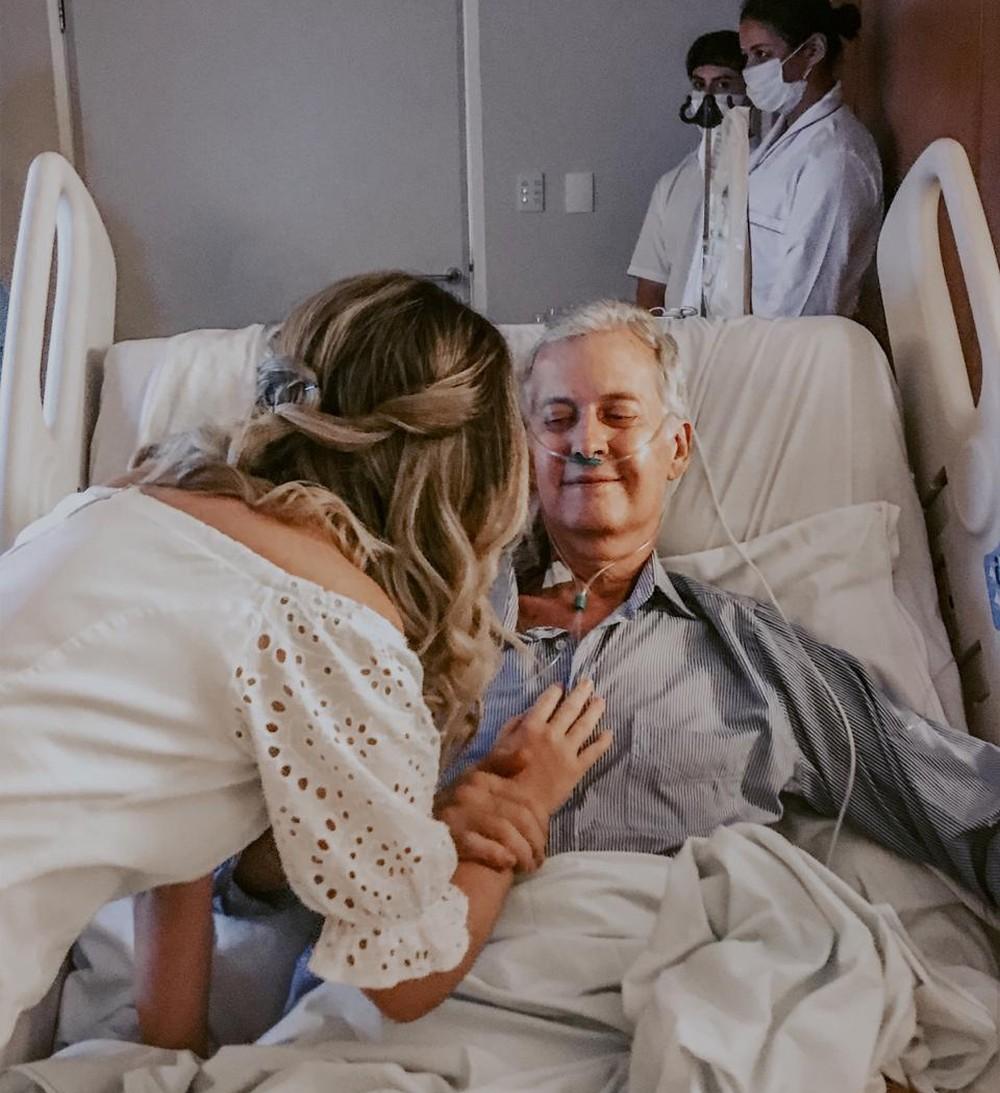 Pai com câncer vê filha se casar em hospital no último dia de vida - Imagem 1