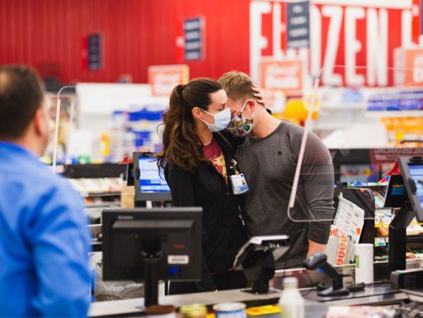 Profissionais de saúde ganham surpresa em rede de supermercados; veja! - Imagem 1