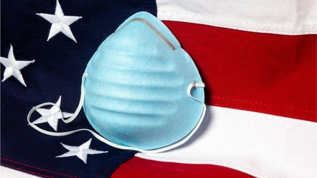Bandeira dos EUA com máscara