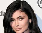 Kylie Jenner anuncia que irá mandar produzir álcool gel para doações