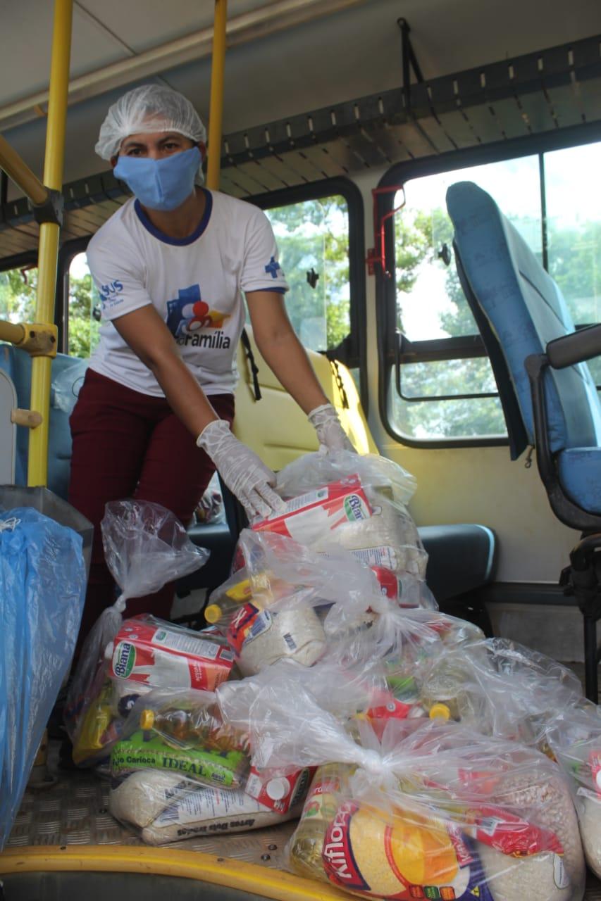Alunos da rede municipal de Nazária recebem cestas básicas - Imagem 2