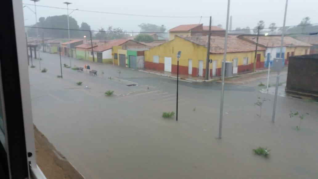 Chuvas alagam casas em Floriano e destroem lavouras em Nazaré do PI 2
