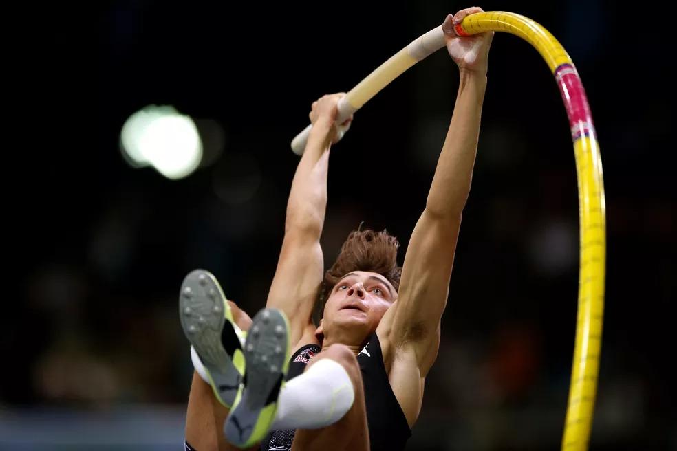 Fenômeno do salto com vara, Armand Duplantis tem duelo marcado com Renaud Lavillenie nos Jogos Impossíveis — Foto: Pascal Rossignol/Reuters