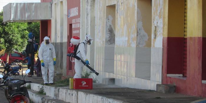 Prefeitura inicia desinfecção de ruas e prédios públicos