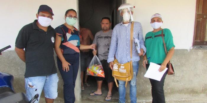 Recém-chegados em quarentena recebem cestas básicas e máscaras pela Prefeitura Municipal