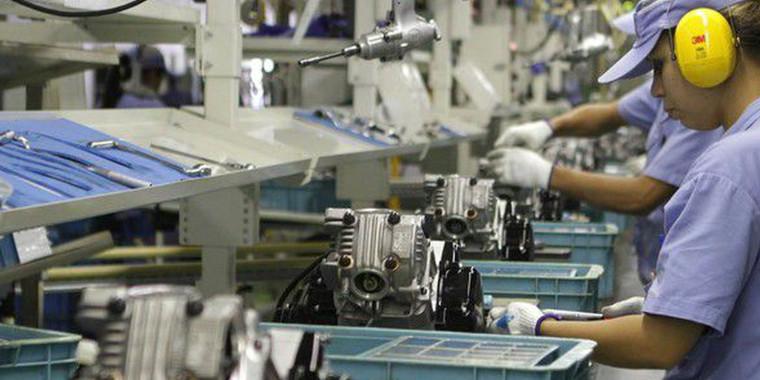Produção industrial cai nos 15 locais pesquisados em março, diz IBGE