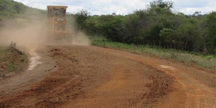 Prefeitura inicia recuperação de estradas em São João da Serra