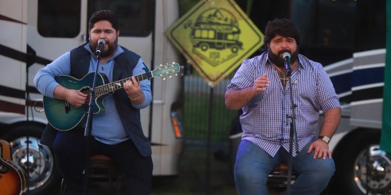 César Menotti e Fabiano apresentam clássicos da música sertaneja