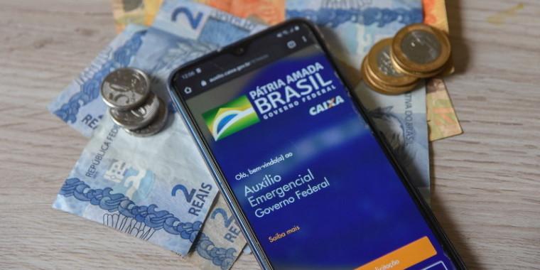 Auxílio Emergencial: Caixa paga novos lotes da 1º e 2º parcelas hoje