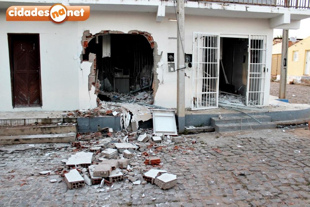 Grupo armado explode terminal do Bradesco e queima veículo na PI-455 - Imagem 7