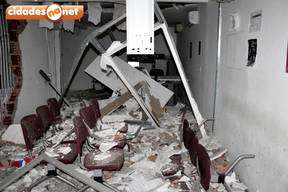 Grupo armado explode terminal do Bradesco e queima veículo na PI-455 - Imagem 4