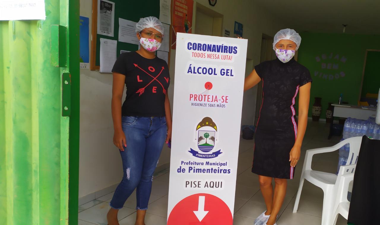 Distribuição de totens com álcool em gel pelos locais públicos de Pimenteiras  - Imagem 1