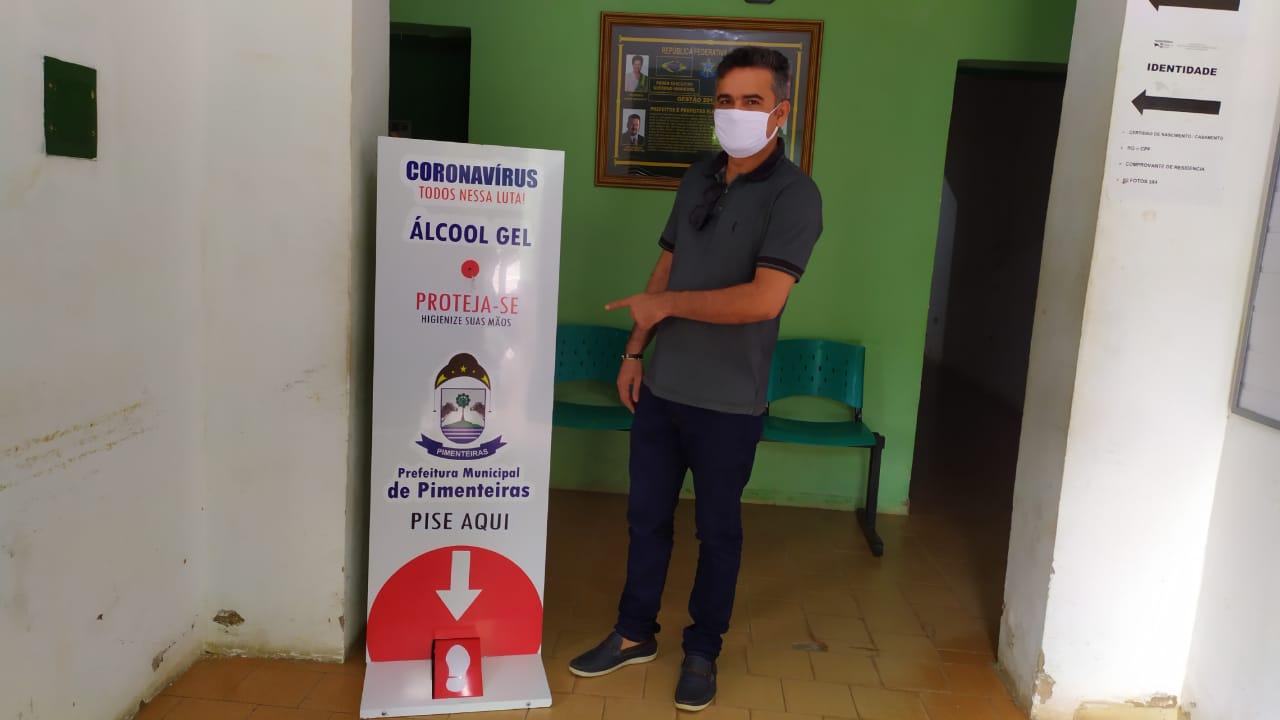 Distribuição de totens com álcool em gel pelos locais públicos de Pimenteiras  - Imagem 6