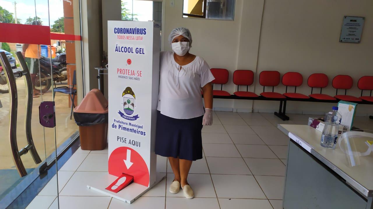 Distribuição de totens com álcool em gel pelos locais públicos de Pimenteiras  - Imagem 2