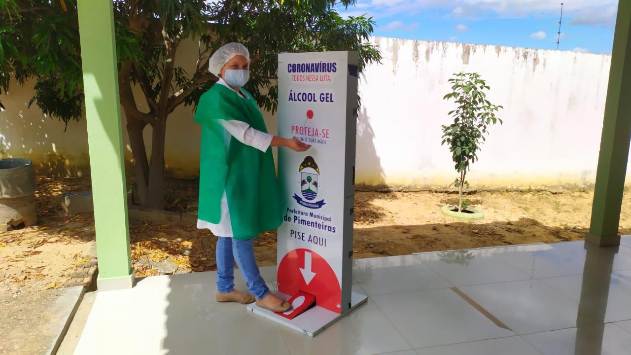 Distribuição de totens com álcool em gel pelos locais públicos de Pimenteiras  - Imagem 4