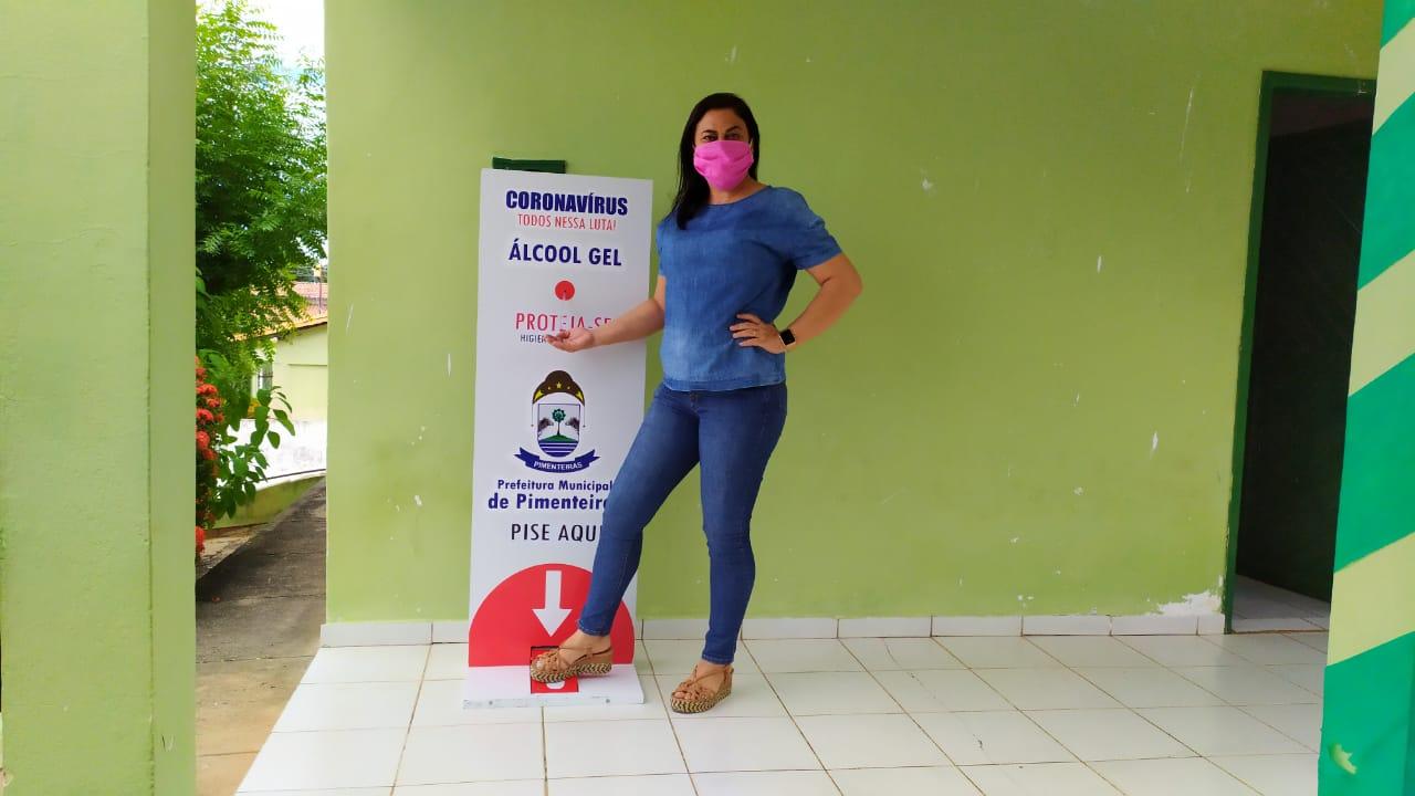 Distribuição de totens com álcool em gel pelos locais públicos de Pimenteiras  - Imagem 7